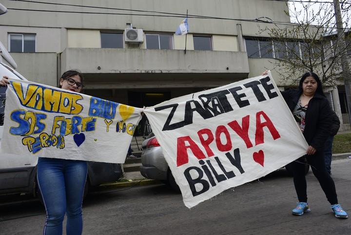 13-09-2018 Manifestaciónes de apoyo de vecinos y familiares a Daniel Oyarzun en la puerta del Tribunal Oral N2 de Campaña Foto David Fernández