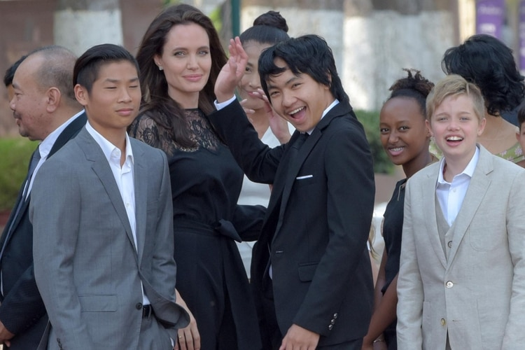 Angelina-Jolie-CAMBODIA-SF-15